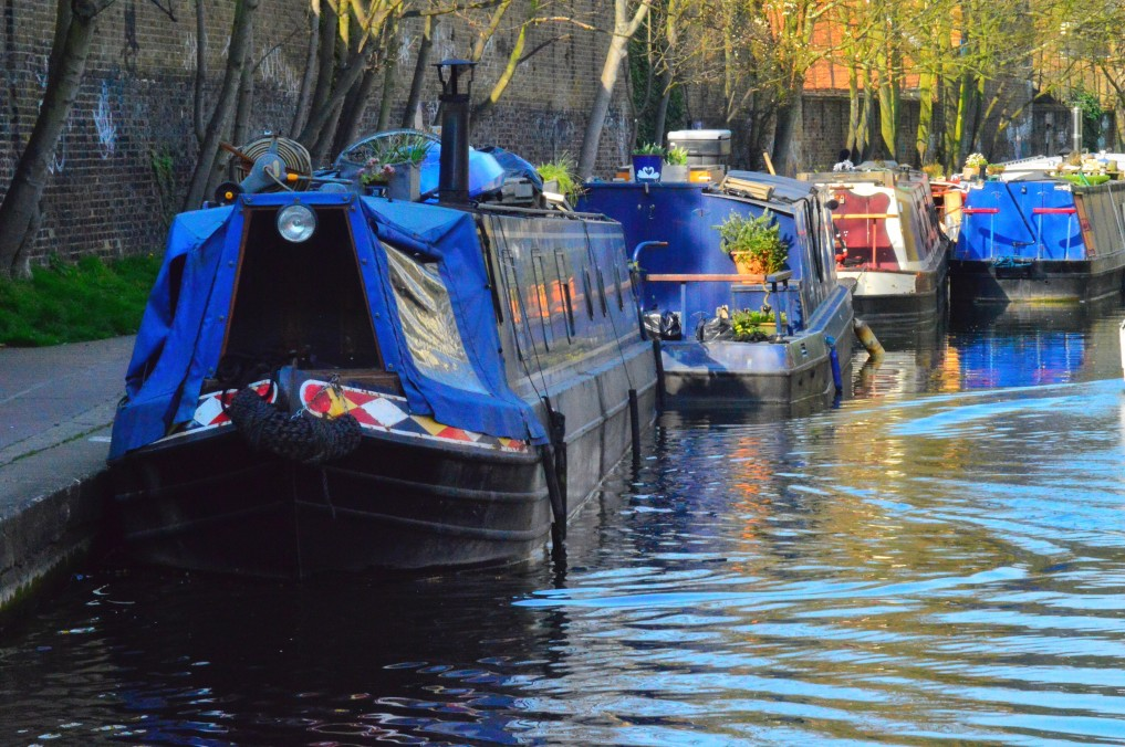houseboats on the regent canal